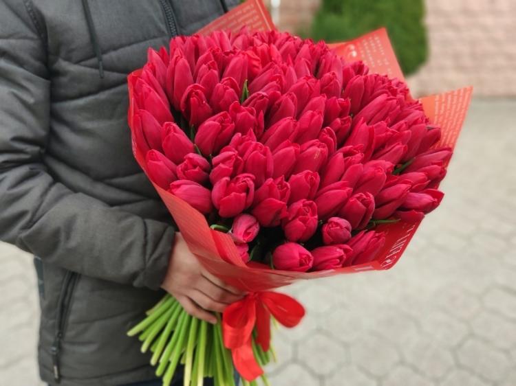 Букет из 101 красного тюльпана