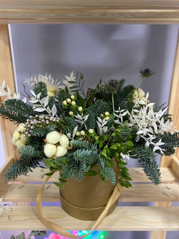 Новогодняя композиция из нобилиса и сухоцветов