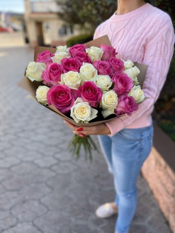 Букет из 25 российских роз (White+Pink)