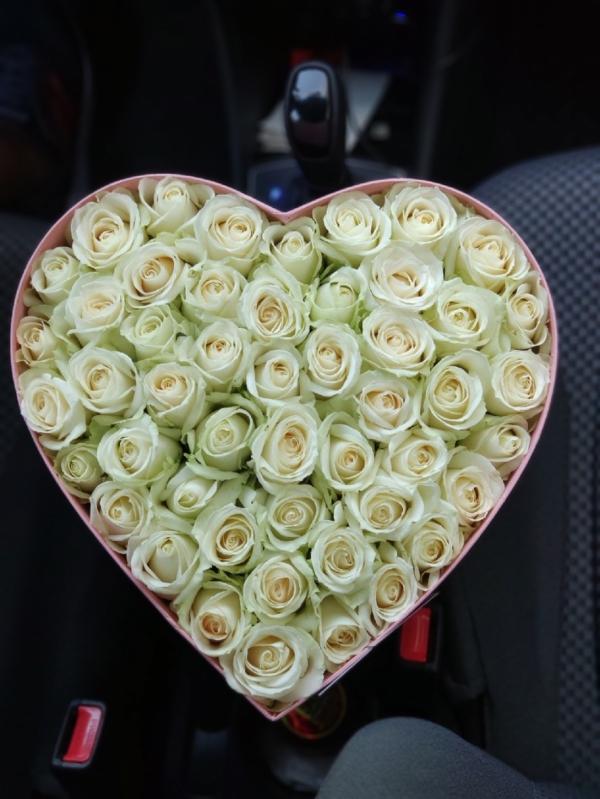 Коробочка в форме сердца из роз