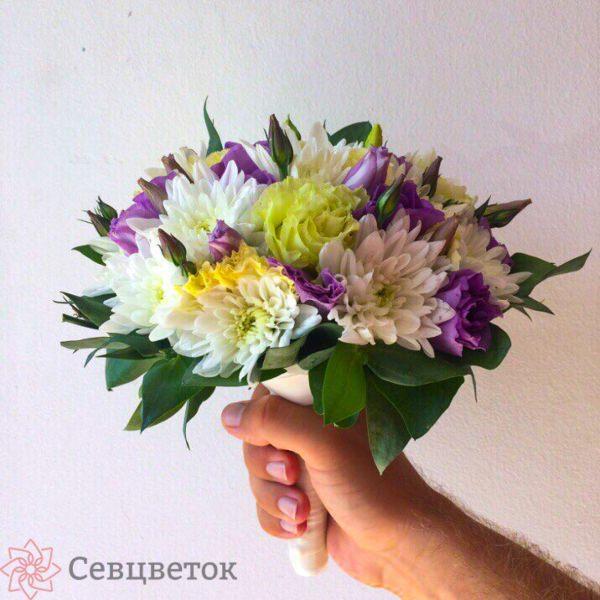 Свадебный букет из хризантем и лизиантуса #2