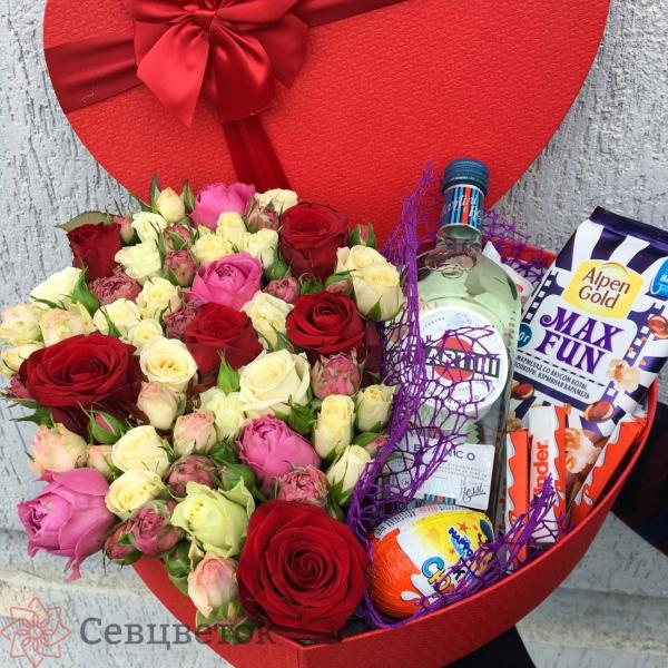 Коробка сердце из роз и сладостей Martini